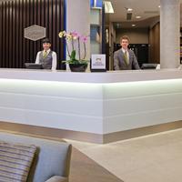Hampton by Hilton London Waterloo Front Desk