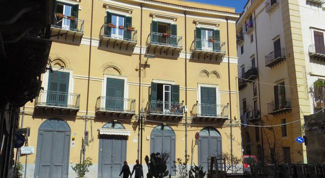 Home Maletto - Palermo - Building