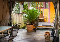 Blue60 Guest House - New Orleans - Serambi