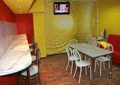 Foxhole Hostel - Novosibirsk - Ruang makan
