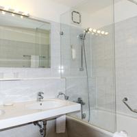 Wyndham Hannover Atrium Bathroom