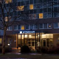 Wyndham Hannover Atrium Hotel Front - Evening/Night