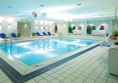Holiday Inn Berlin - City West - Berlin - Kolam