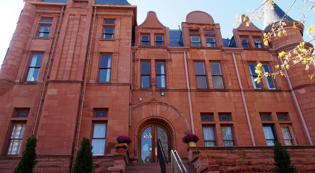 Patterson Inn - Denver - Building