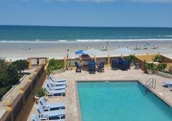 La Bella Oceanfront Inn - Daytona Beach - Kolam