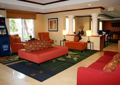 Fairfield Inn and Suites by Marriott Orlando Near Universal Orlando Resort - Orlando - Lobi