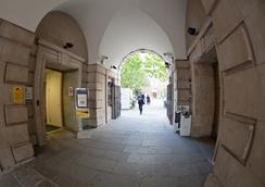 Beit Hall - London - Pemandangan luar