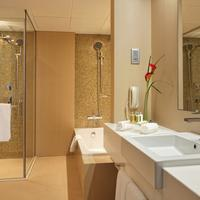 Cosmopolitan Hotel Bathroom