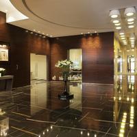 Cosmopolitan Hotel Interior Entrance