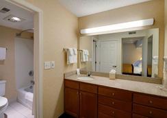 Hawthorn Suites by Wyndham Airport Columbus East - Columbus - Kamar Mandi