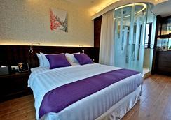The Bauhinia Hotel - Tsim Sha Tsui - Hong Kong - Kamar Tidur