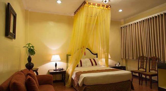White Knight Hotel Intramuros - Manila - Bedroom