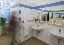 U inn Berlin Hostel - Berlin - Kamar Mandi