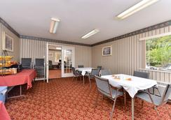 Americas Best Value Inn & Suites-Houston/NW Brookhollow - Houston - Restoran