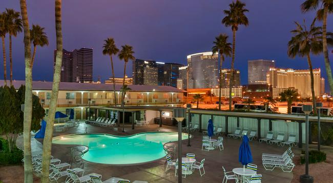 Days Inn Las Vegas At Wild Wild West Gambling Hall - Las Vegas - Pool