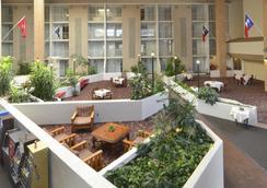 Amarillo Inn & Suites - Amarillo - Serambi