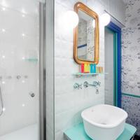 Hotel Crayon Rouge Bathroom