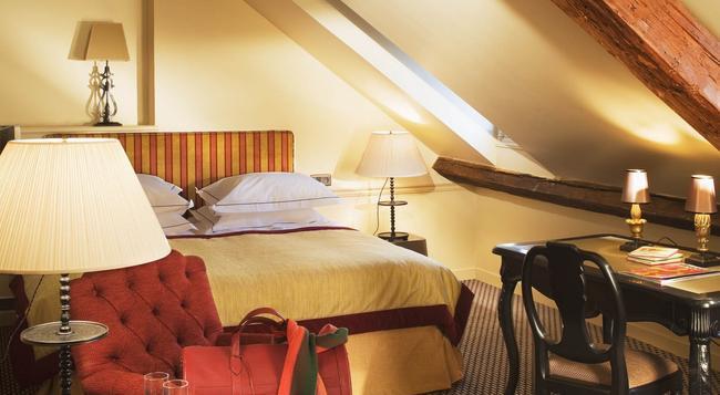 Hotel Saint Vincent - Paris - Bedroom
