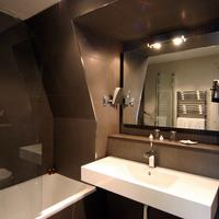 Hotel Duo Bathroom