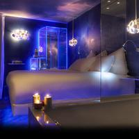 Seven Hotel Paris Guest room