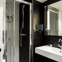 Le General Hotel Bathroom
