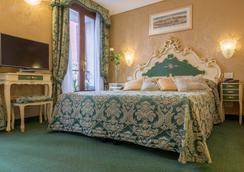 Hotel Becher - Venesia - Kamar Tidur