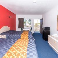 Sea Rock Inn LA Guestroom