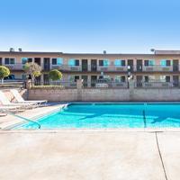 Sea Rock Inn LA Outdoor Pool