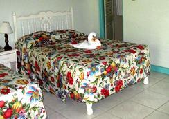 Coral Seas Garden Resort - Negril - Kamar Tidur