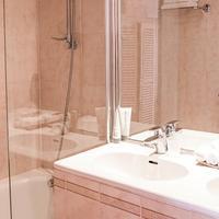 Taylor Hotel Bathroom