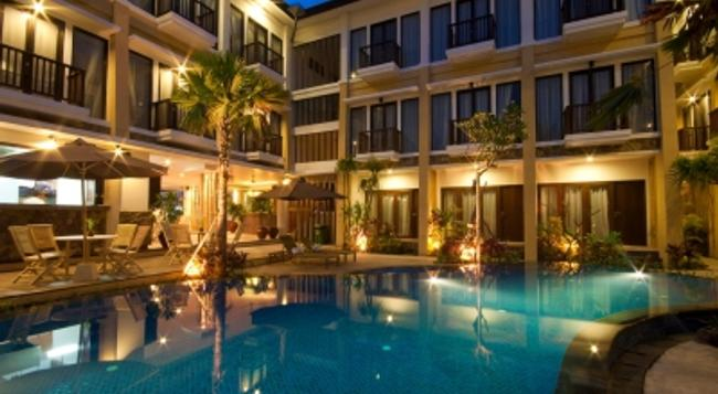 Suris Boutique Hotel - Kuta - Building