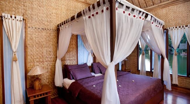 Kampung Sampireun Resort & Spa - Bojongwaru - Bedroom