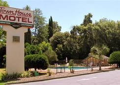 Town House Motel Chico - Chico - Pemandangan luar
