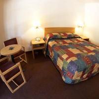 E-z 8 Motel Bakersfield Guestroom