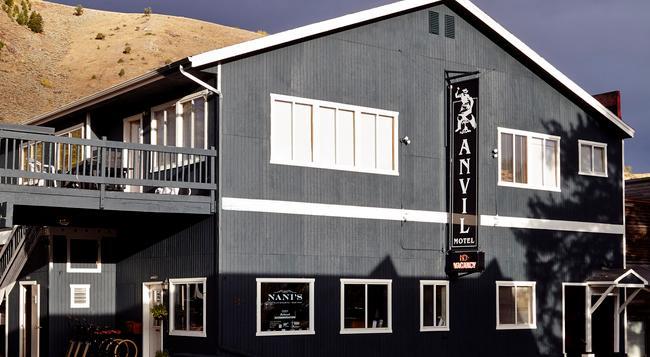 Anvil Hotel - Jackson - Building