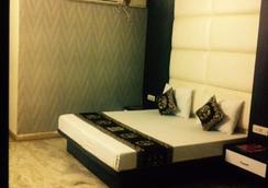 Hotel Karat 87 Inn - New Delhi - Kamar Tidur