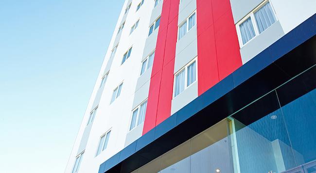 Red Planet Makassar - Makassar - Building