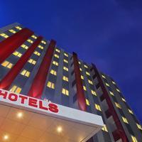 Red Planet Pekanbaru Hotel Front - Evening/Night