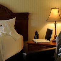 Inn on Long Lake Guest room