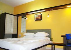 Hotel Grand Bee - Bengaluru - Kamar Tidur