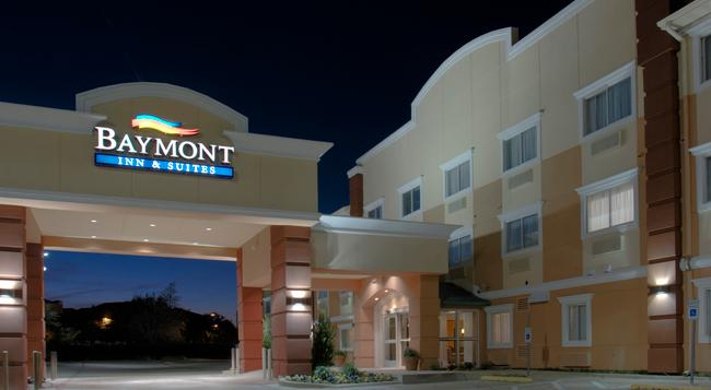 Baymont Inn & Suites Dallas/ Love Field - Dallas - Building