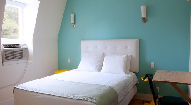 Royal Oak Inn - Toronto - Bedroom