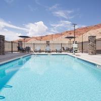 Comfort Suites Outdoor Pool
