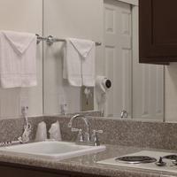 California Suites Hotel Bathroom