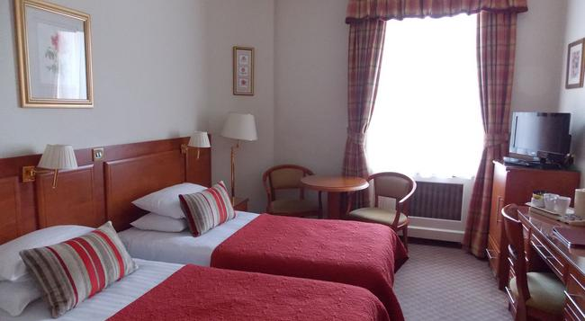 St George Hotel - London - Bedroom