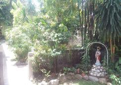 Casa Munda Bed & Breakfast - Davao City - Atraksi Wisata