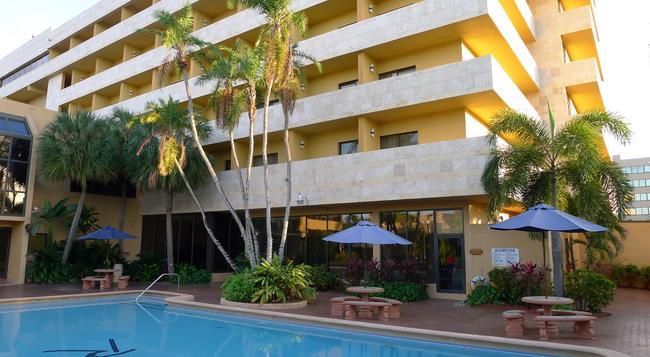 Regency Hotel Miami - Miami - Building