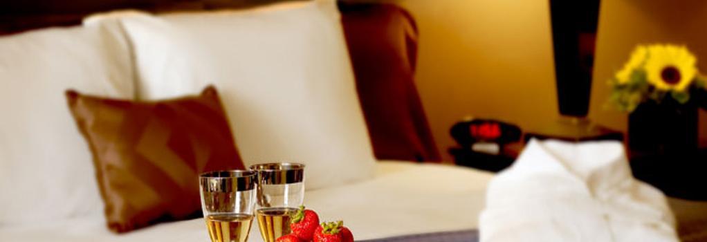 Nichols Village Hotel and Spa - Scranton - Bedroom