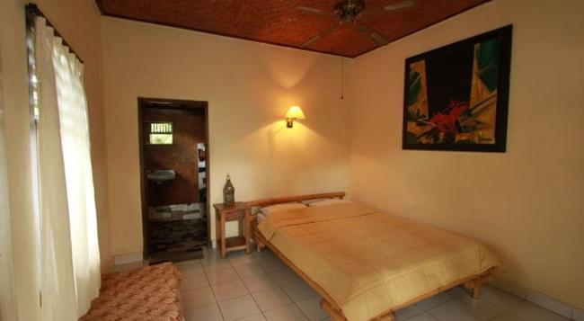 Citrus Tree Bed And Breakfast - Wena - Ubud - Bedroom