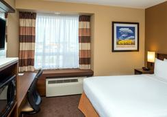 Microtel Inn & Suites by Wyndham Red Deer - Red Deer - Kamar Tidur